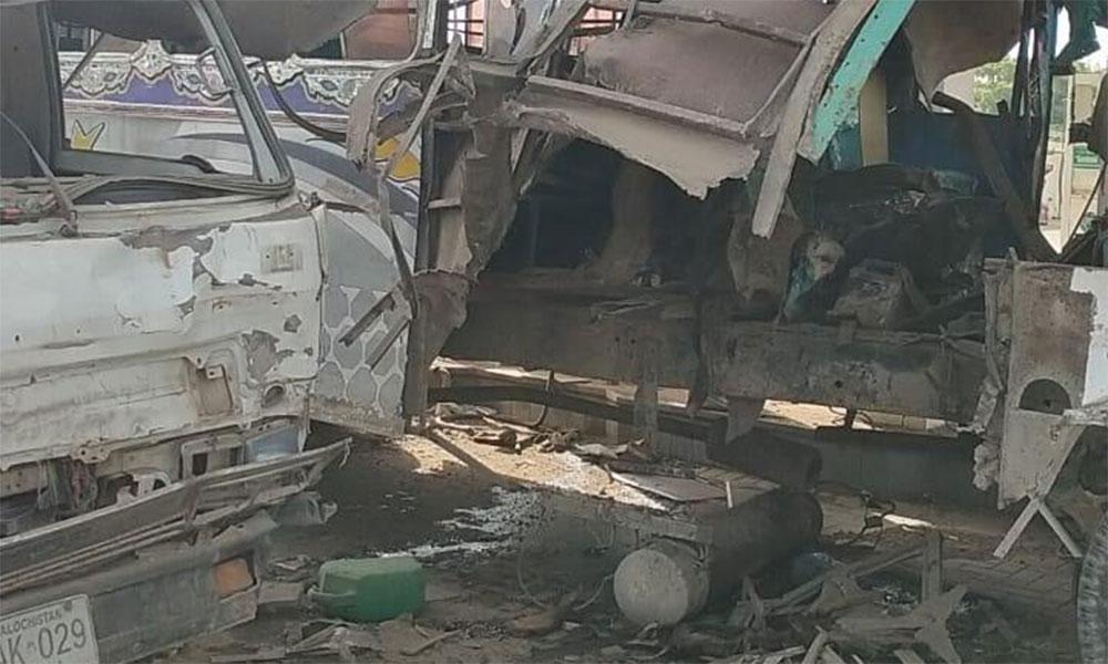کراچی: بس میں سلنڈر دھماکا، نوجوان کی ٹانگیں اڑ گئیں