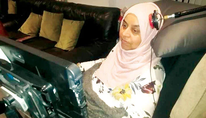 اسٹیفن ہاکنگ والی بیماری میں مبتلا پاکستانی خاتون