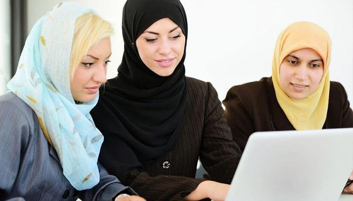 امارات میں خواتین کی تنخواہیں مردوں کے برابر