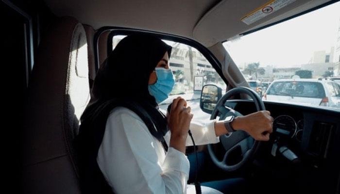 سائنس و ٹیکنالوجی میں گریجویٹ ایمبولینس چلانے والی پہلی سعودی خاتون