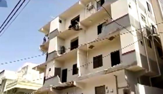 کراچی: جھکنے والی عمارت کو گرایا جانے لگا