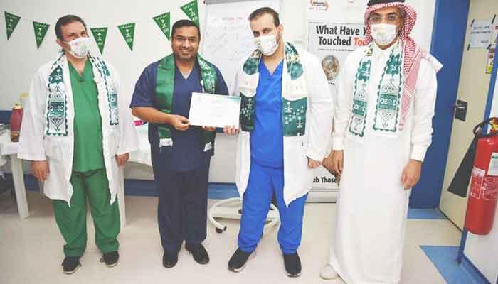 سعودی عرب میں کورونا وبا کے دوران بہترین کارکردگی پر پاکستانی ڈاکٹرکیلئے اعزاز