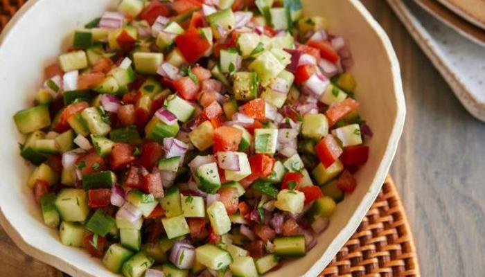 کھیروں اور ٹماٹروں کوملاکر کھانے سے اجتناب برتیں
