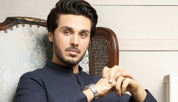 احسن خان اداکار کے بعد شاعر بھی بن گئے