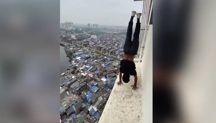بھارتی پولیس کو بلند عمارت پر کرتب دکھانے والے کی تلاش