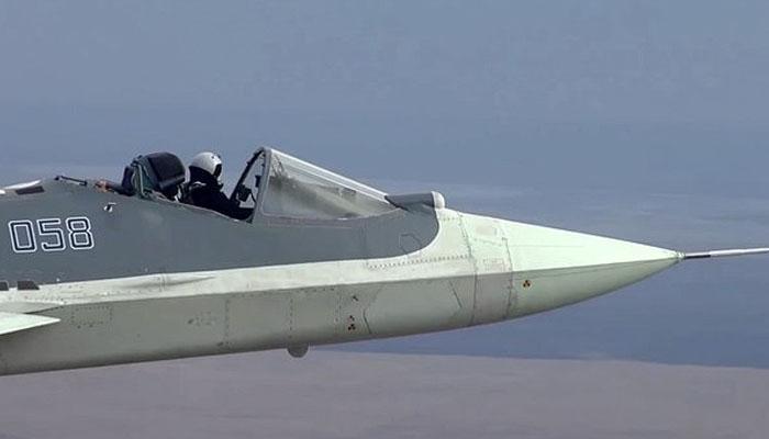 کاک پٹ کی چھت کے بغیر جنگی جہاز کی خطرناک پرواز