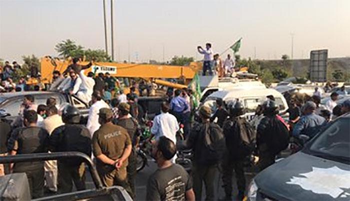 گوجرانوالہ، جلسہ گاہ میں سیاسی کارکن آپس میں جھگڑ پڑے