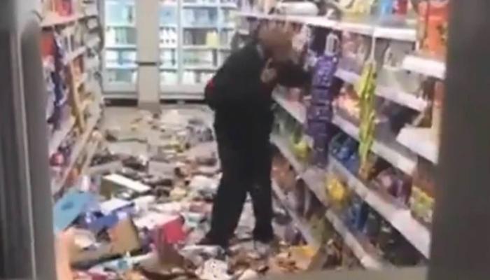 ماسک پہننے کا کہنے پر گاہک آپے سے باہر، ویڈیو وائرل