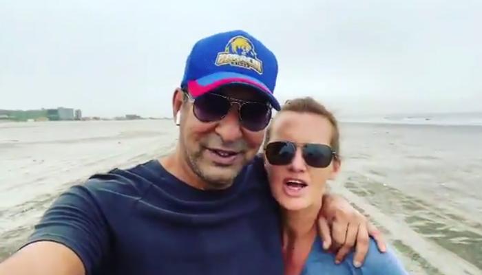 شنیرا اور وسیم اکرم کا کرکٹر عمر گل کیلئے خاص ویڈیو پیغام