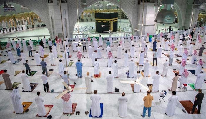 سات ماہ بعد آج پہلی بار حرم شریف میں نماز فجر کی ادائیگی