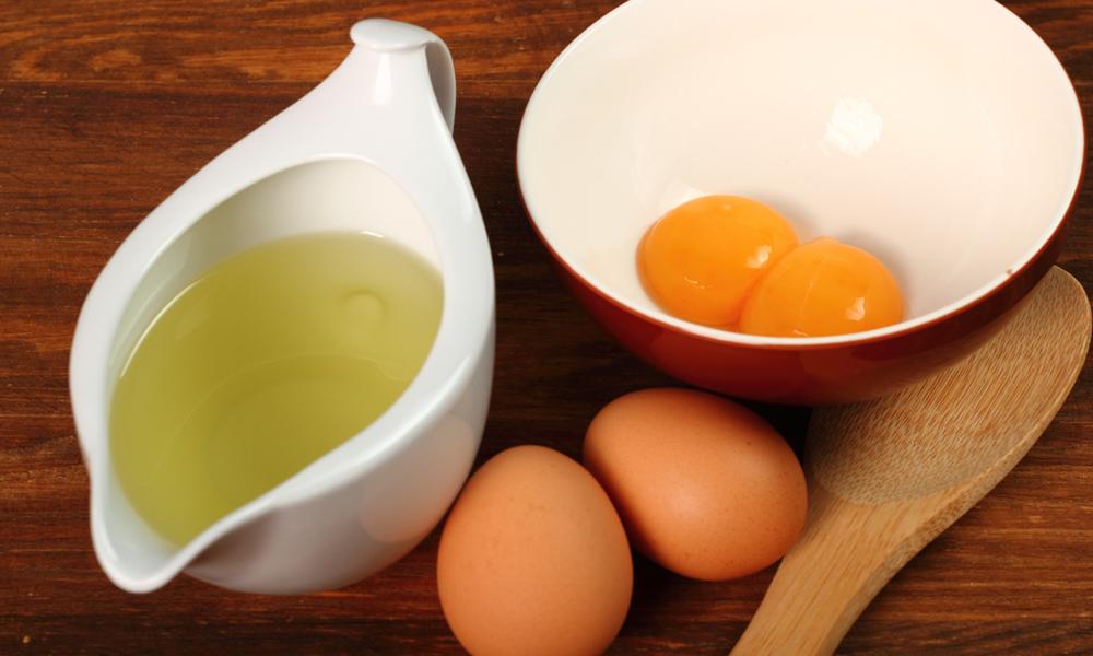 سردیوں میں سلکی بالوں کیلئے استعمال کیجئے انڈے سے بنے ماسک
