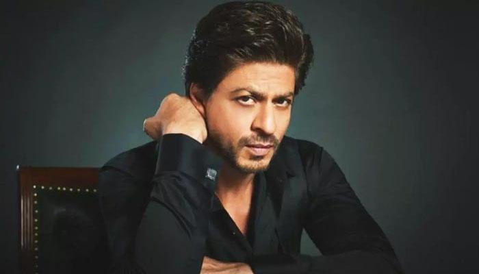لڑکی کو گرل فرینڈ کہنے پر شاہ رخ خان کی پٹائی ہوگئی