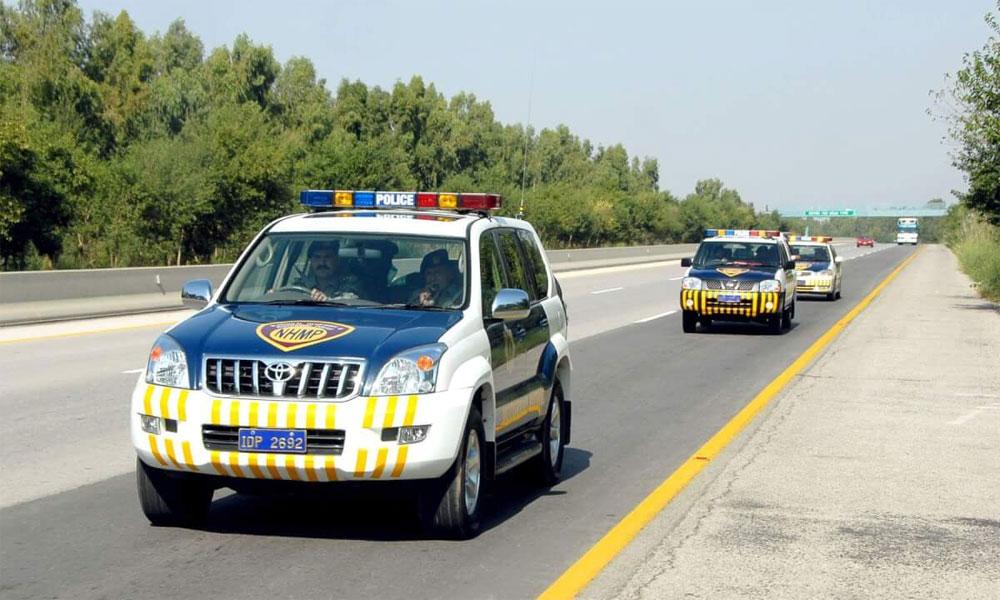 موٹر وے پولیس نے خاتون کو زیورات لوٹا دیئے