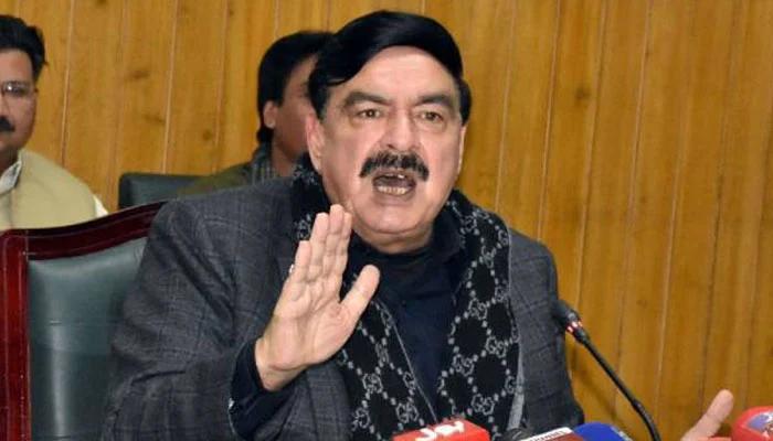 سب افواہیں ہیں، عمران خان کہیں نہیں جا رہے: شیخ رشید