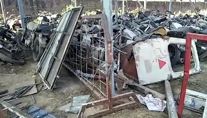 محکمہ صحت خیبرپختونخوا میں سرکاری گاڑیاں کباڑ بن گئیں