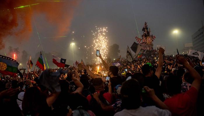 چلی، ریفرنڈم میں نیا آئین منظور ہونے پر عوام کا جشن