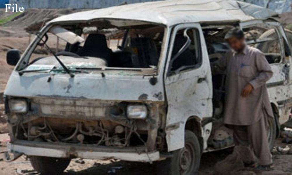 سوات: وین اور گاڑی میں تصادم، 20 بچے زخمی