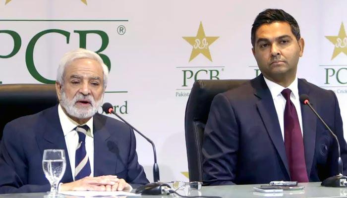 پی سی بی وسیم خان سے معاہدے میں توسیع کا خواہشمند