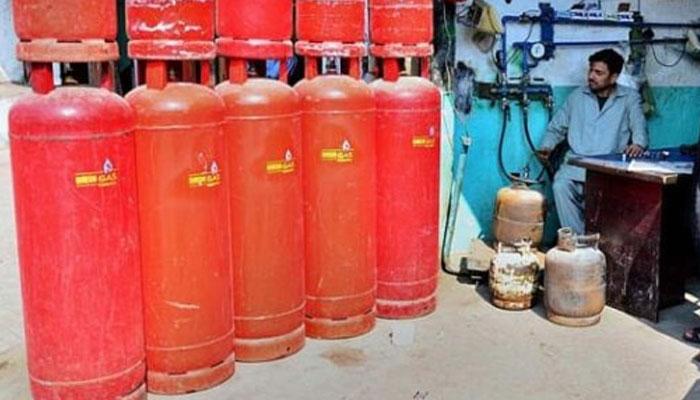 ایل پی جی: گھریلو سلنڈر کی قیمت میں 114 روپے کا اضافہ