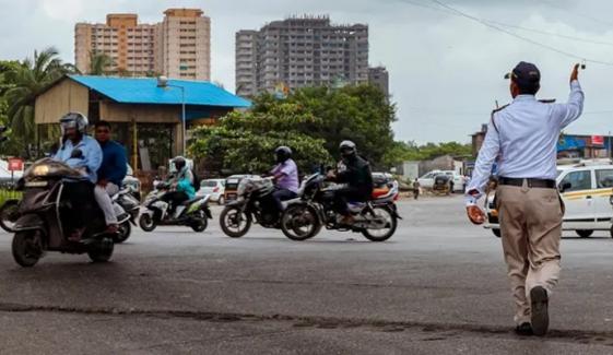 بھارت: موٹرسائیکل سوار کا ساڑھے42 ہزار روپے کا چالان