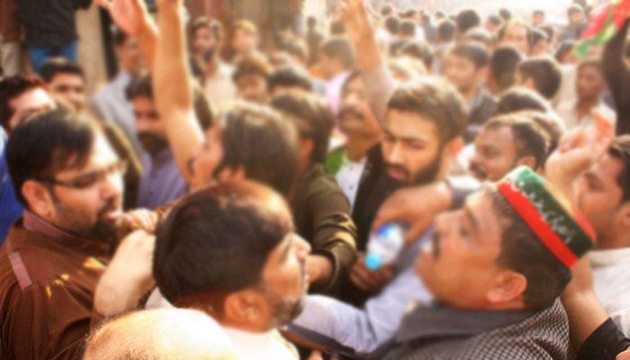 مردان: گیس منصوبے کے افتتاح پر پی ٹی آئی، ن لیگی کارکنوں میں ہاتھا پائی