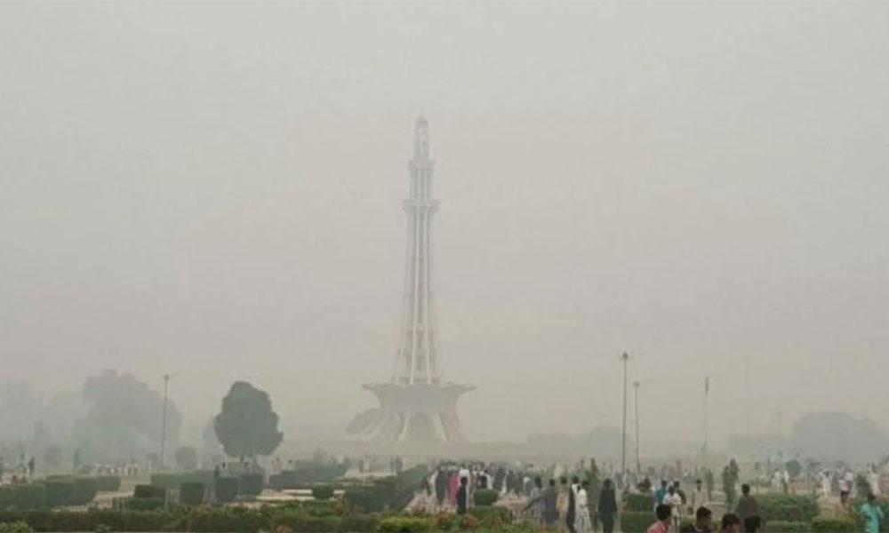 لاہور میں کہیں ہلکی، کہیں گہری اسموگ کا راج