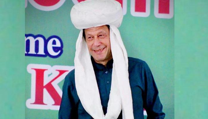 عمران خان کی بلوچ پگڑی میں تصویر مقبول