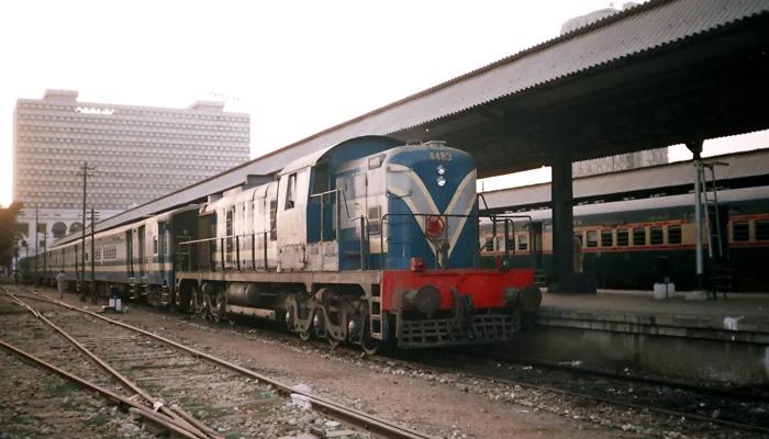 کراچی سٹی تا اورنگی، ٹرین 19نومبر سے تجرباتی طور پر چلائیں گے، چیئرمین  ریلوے