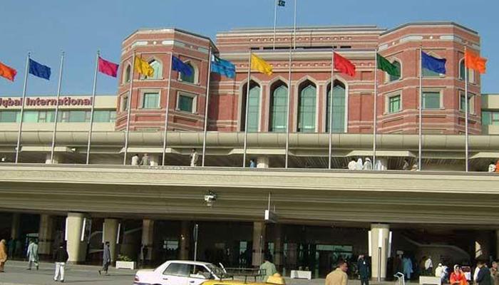 لاہور ایئرپورٹ کا مرکزی رن وے مرمت کے لیے بند