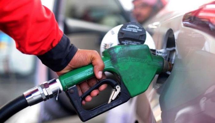 پیٹرول کی قیمت میں کمی، نئی قیمت 100 روپے 69 پیسے فی لیٹر مقرر