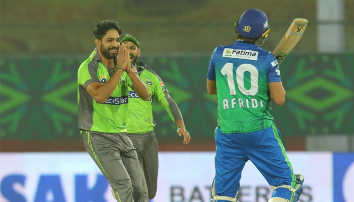 پی ایس ایل : ملتان سلطانز کو شکست ،لاہور قلندرز پہلی بار فائنل میں