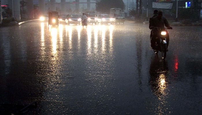 لاہور سمیت پنجاب میں موسم سرما کی پہلی بارش
