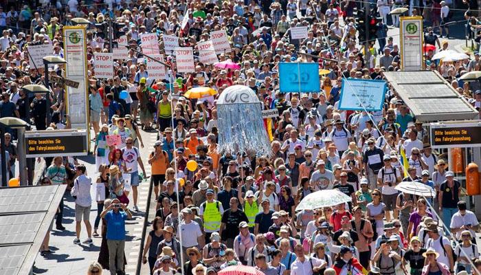 جرمنی میں لاک ڈاؤن کیخلاف شہریوں کا احتجاج