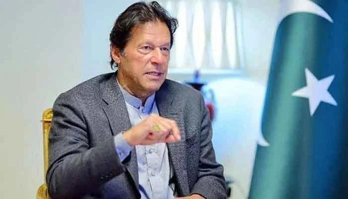 قوم کپاس اور کپڑا بیچنے سے نہیں بلکہ تعلیم کیوجہ سے آگے بڑھتی ہے، عمران خان