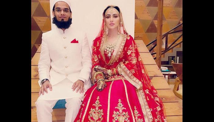 ثناء خان نے شادی کی تصویر شیئر کردی