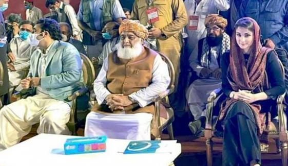 پی ڈی ایم نے پشاور میں پنڈال سجالیا