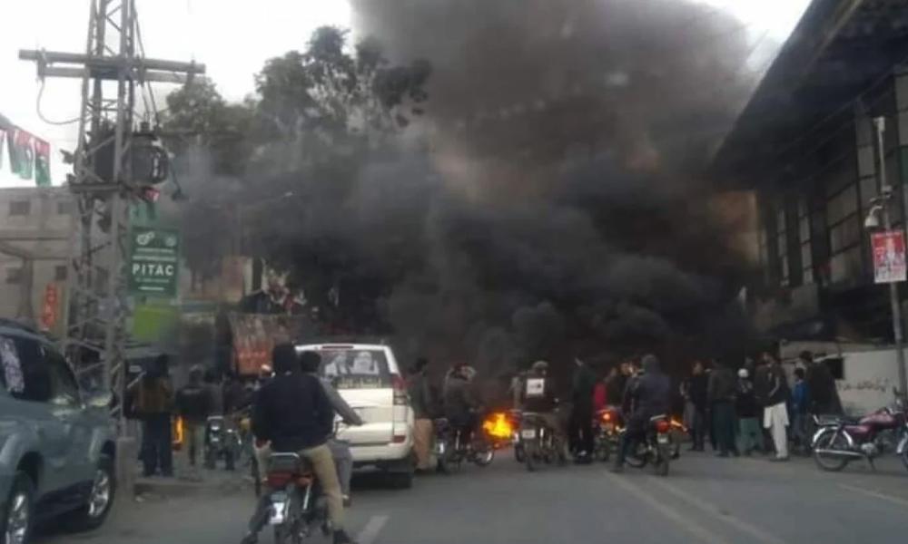 جی بی اے2گلگت2، پیپلزپارٹی کااحتجاج، سرکاری دفتر اور گاگاڑی نزر آتش