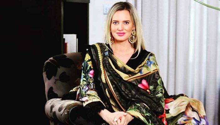 شنیرا ایک بار پھر پاکستانیوں سے ناراض