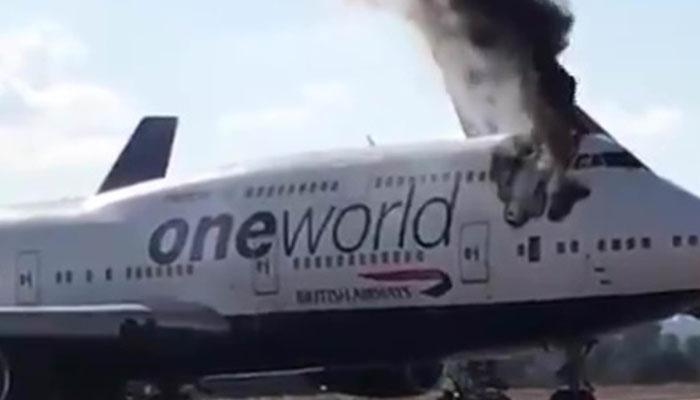 برطانوی طیارے سے اچانک پھٹ کر شعلے اٹھنے لگے
