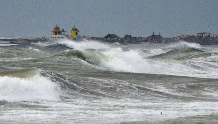 خلیج بنگال: سمندری طوفان شدت اختیارکرگیا، آج رات بھارتی ساحلی علاقوں سے ٹکرائے گا
