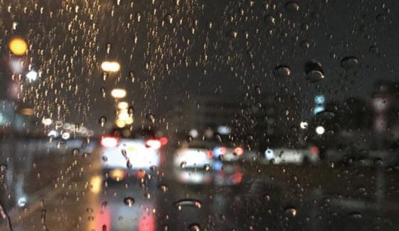 کراچی کے مختلف علاقوں میں بارش، موسم مزید سرد ہوگیا