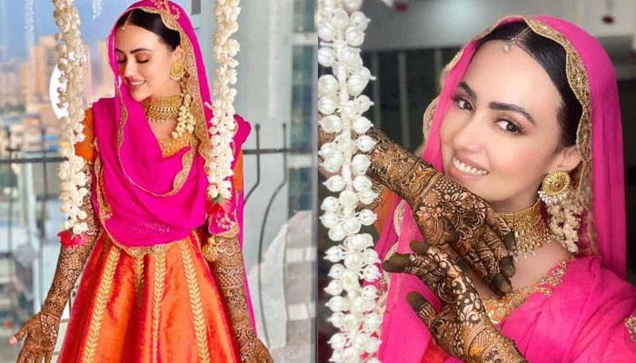 ثناء خان اپنی مہندی میں کیسی لگ رہی تھیں؟