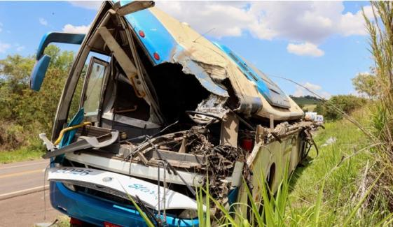 برازیل: بس اور ٹرک کا خوفناک تصادم، 37 افراد ہلاک