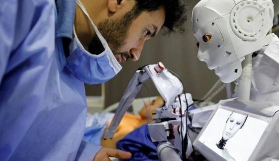 کورونا: مریض چیک کرنیوالا روبوٹ، وائرس منتقلی کا خطرہ کم ہو گیا