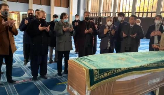 لندن: نواز شریف کی والدہ کی نماز جنازہ ادا کردی گئی