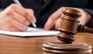 بیٹی کی بازیابی کےلیے برسوں دھکے کھانے والے والدین عدالت کے باہر رو پڑے