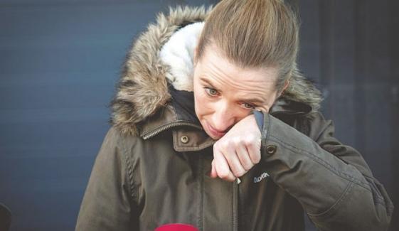 ڈنمارک کی وزیرِاعظم عوام سے معافی مانگتے ہوئے آبدیدہ ہوگئیں