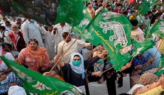 ملتان: پولیس نے خواتین کارکنان کو جلسہ گاہ جانے سے روک دیا