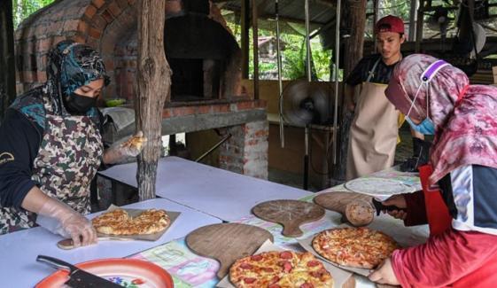 بیروزگار خاندان نے لاک ڈاؤن میں'پینڈیمک پیزا'متعارف کرادیا