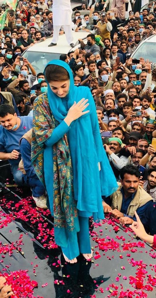 کیا مریم نواز نے عمران خان کا اسٹائل کاپی کیا؟